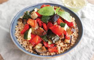 Épeautre, légumes rôtis & sauce yaourt pesto