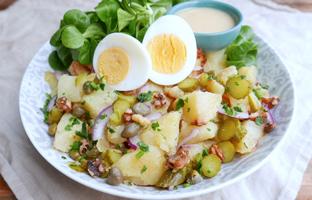 Mix croquant pommes de terre oignons câpres cornichons & noix