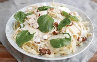 Linguine crème de parmesan, noisettes & épinards