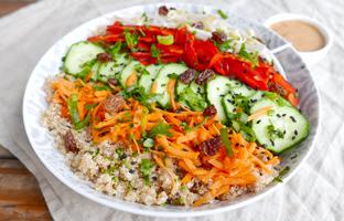 Bol de quinoa façon thaï & sauce cacahuète