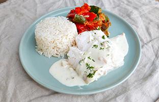 Pavé de lieu rôti beurre blanc, riz camarguais & ratatouille